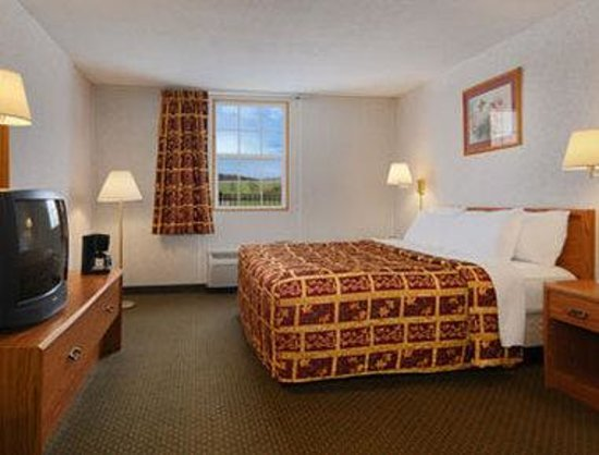 Days Inn Conneaut: Standard King Bed Room