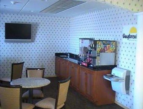 Days Inn Sullivan: Breakfast Setup