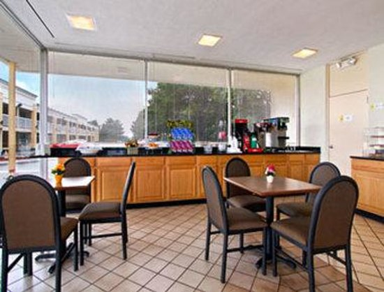 Travelodge Fredericksburg: Breakfast Area