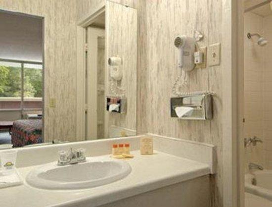 Days Inn Alexandria South : Bathroom