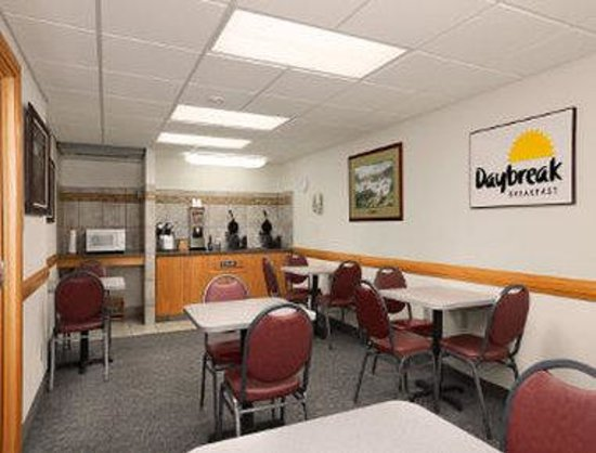Days Inn Great Falls: Breakfast Area