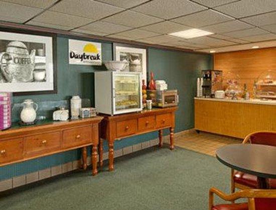 Days Inn Wilson: Breakfast Area