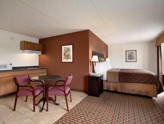 Days Inn Lebanon/Fort Indiantown Gap: Guest Room