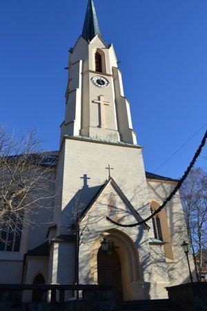 Gasthof zum Rassen : The church directly opposite