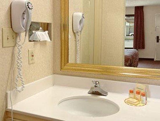 Days Inn Wilson: Bathroom
