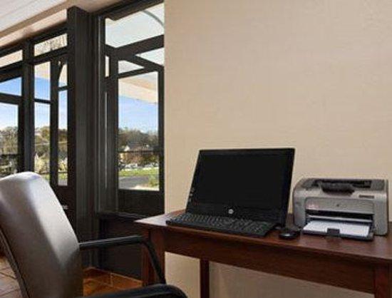Days Inn Biltmore East: Business Center