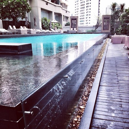 Anantara Sathorn Bangkok Hotel: Poolen����