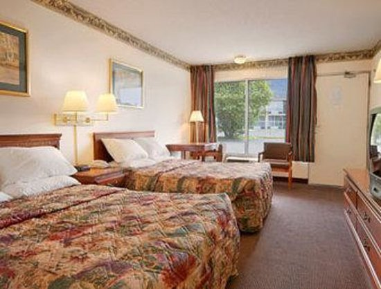 Days Inn Ashland: Standard Two Double Bed Room