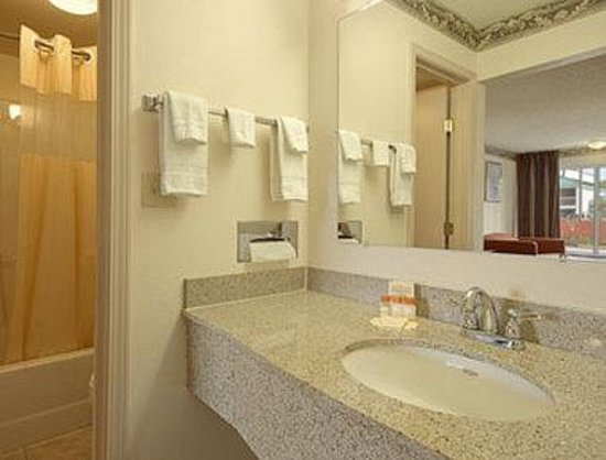 Days Inn Ashland: Bathroom