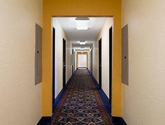 Days Inn Tucumcari: Hallway