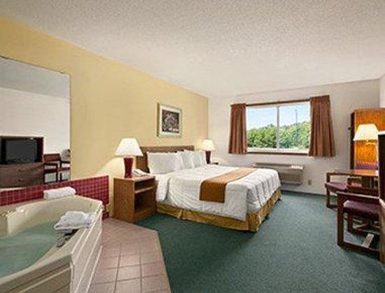 Days Inn Hinckley Jacuzzi Suite