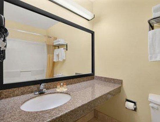 Days Inn Burleson FT. Worth: Bathroom