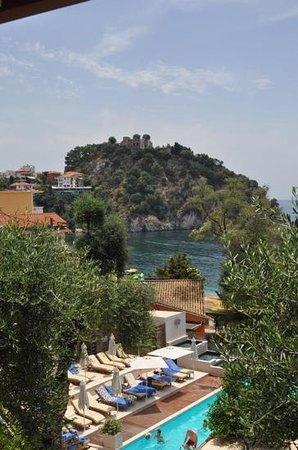 Valtos Beach & Gogozotos Residence: castle view