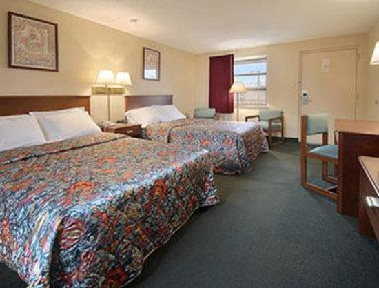 Knights Inn Tell City: Standard Two Double Bed Room