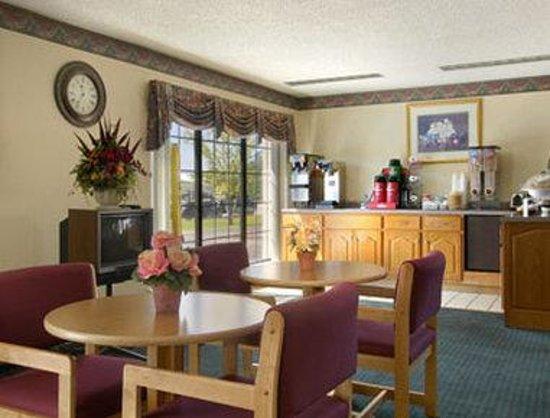 Days Inn Fulton: Breakfast Area
