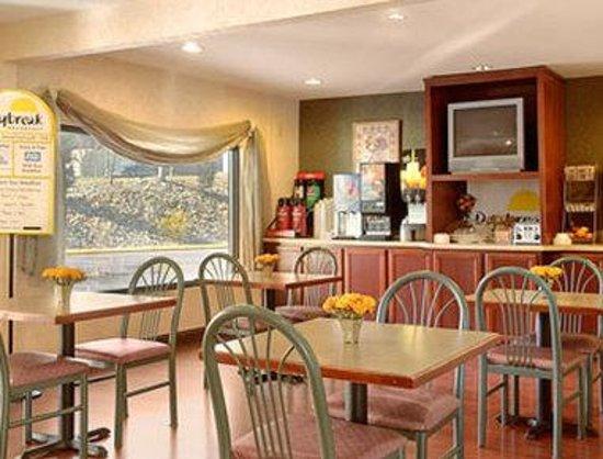 Days Inn Cookeville : Breakfast Area