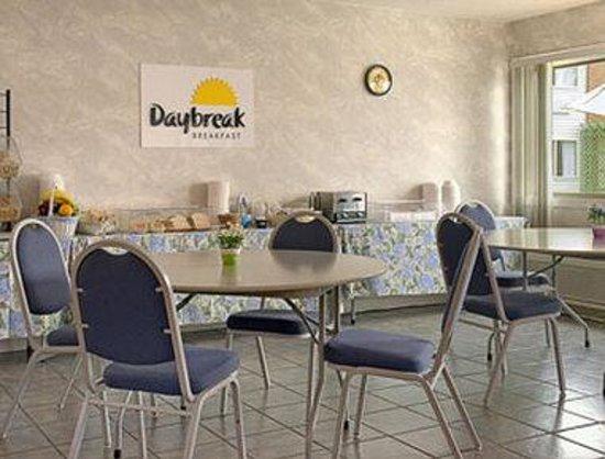 Days Inn - Columbus IN: Breakfast Area