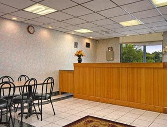 Days Inn Chambersburg: Lobby