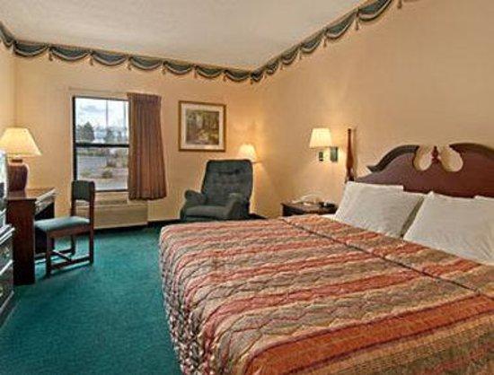Days Inn & Suites Morganton: Standard King Bed Room