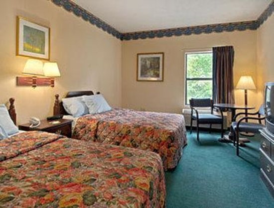 Days Inn & Suites Morganton: Standard Two Double Bed Room