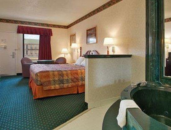 Days Inn Covington: Jacuzzi Suite