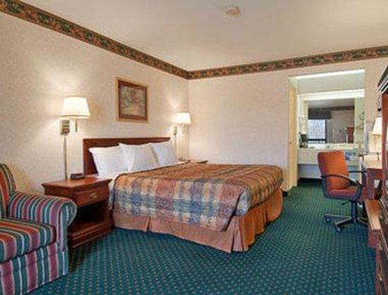 Days Inn Covington: Standard King Bed Room