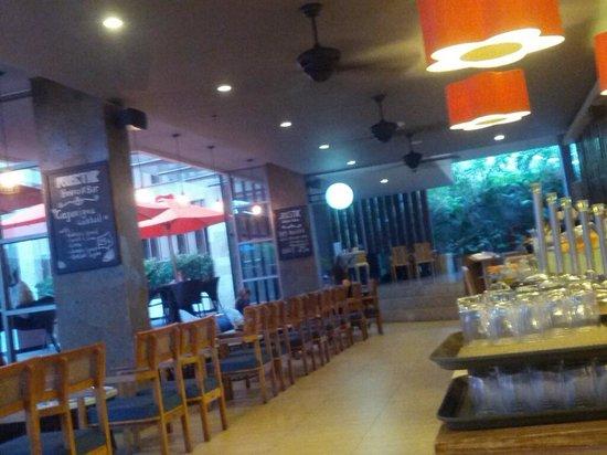 Harper Kuta: breakfast area