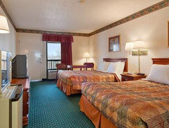Days Inn Covington: Standard Two Queen Bed Room