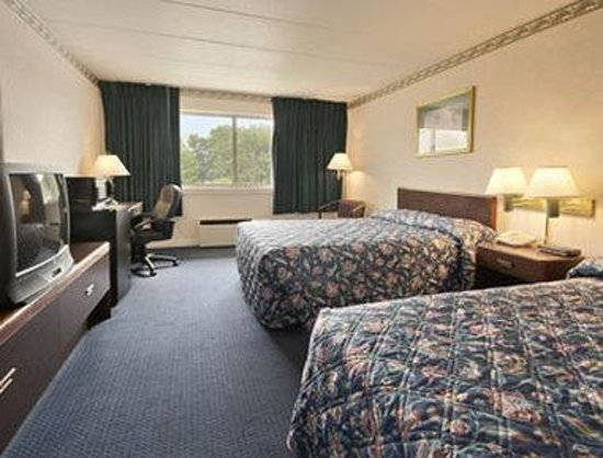 Days Inn & Suites Columbus East Airport: Standard Two Double Bed Room