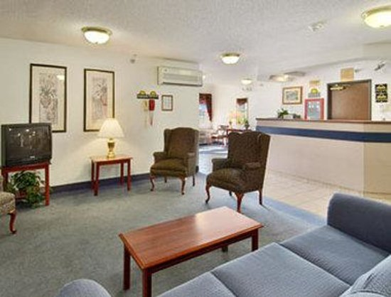 Days Inn & Suites Faribault: Lobby