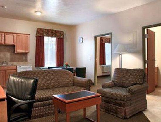 Days Inn Luray Shenandoah: Suite