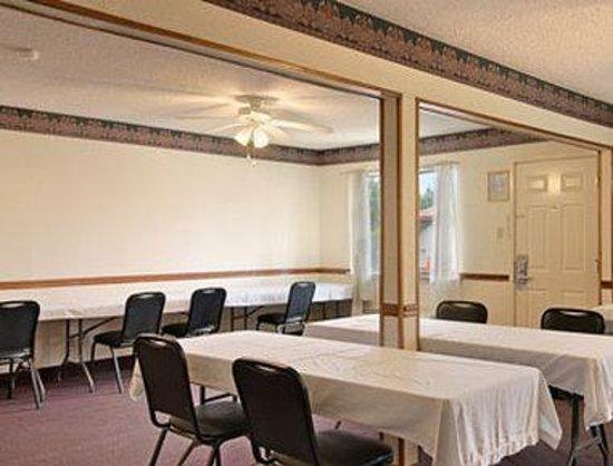 Days Inn & Suites Marshall: Meeting Room
