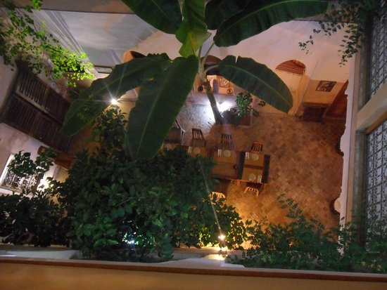 Riad Sidi Mimoune : Open dining or slidey over roof