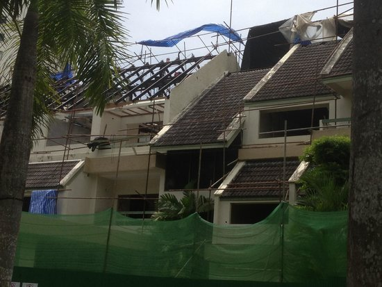 Movenpick Resort & Spa Karon Beach Phuket: Under major construction over low season