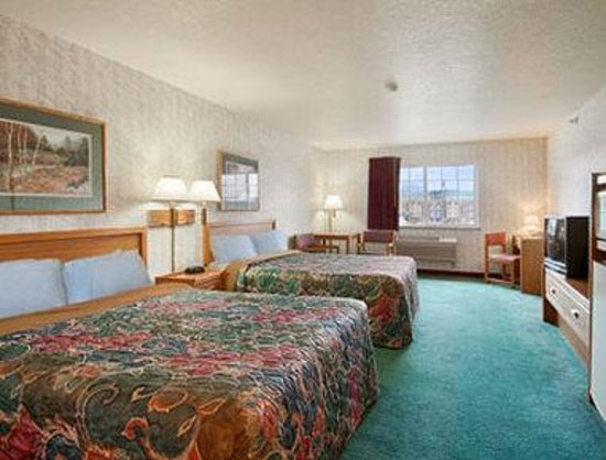 Days Inn West Yellowstone: Standard Two Double Bed Room
