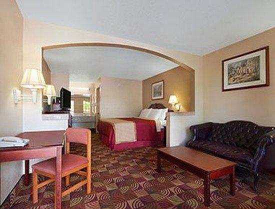 Days Inn & Suites Tuscaloosa - University of Alabama: Standard King Bed Room