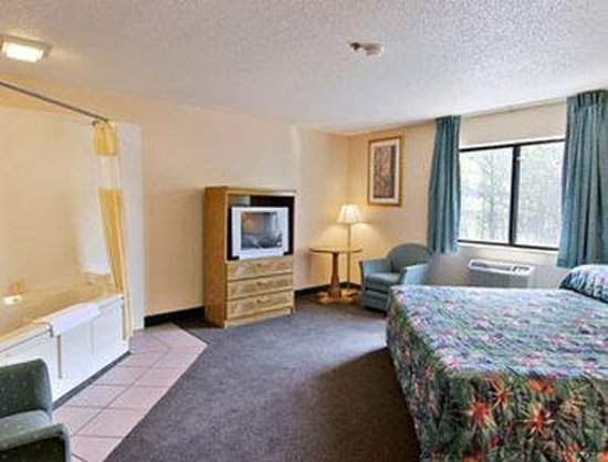 Days Inn Villa Rica: Jacuzzi Suite