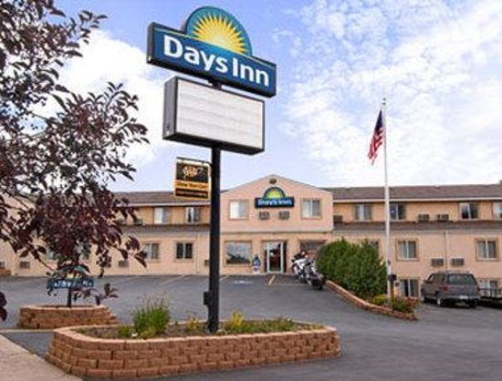 Welcome to the Days Inn Custer
