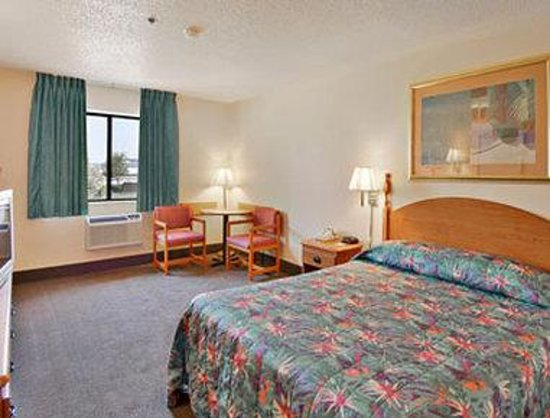 Days Inn Villa Rica: Standard Queen Bed Room