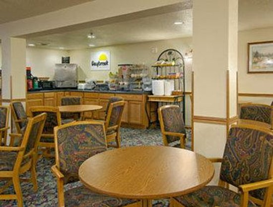 Days Inn Custer: Breakfast Area