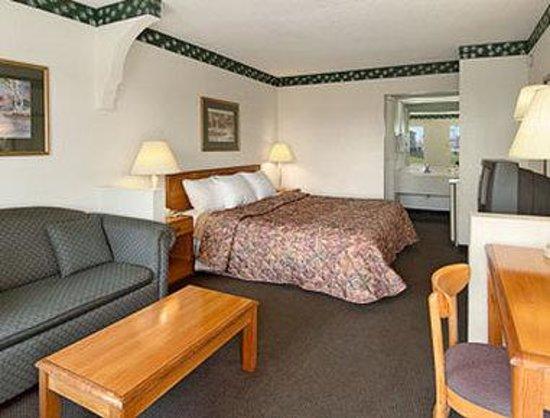 Rodeway Inn & Suites Manchester: Standard King Bed Room