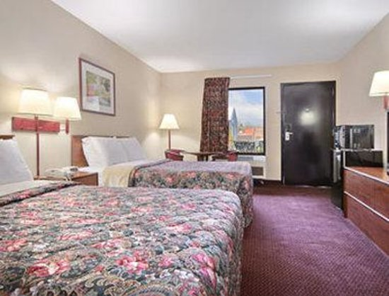 Days Inn Murphy: Standard Two Double Bed Room