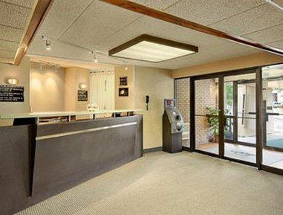 Days Inn St. Cloud: Lobby