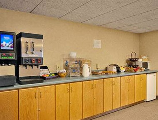 Days Inn St. Cloud: Breakfast Area