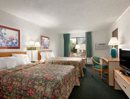 Days Inn St. Cloud: Standard Two Double Bed Room