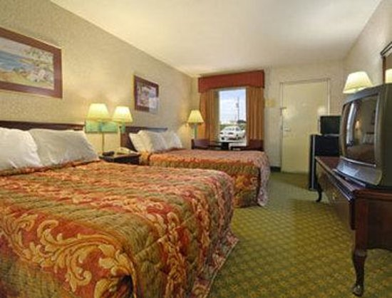 Days Inn Greenville: Standard Two Double Bed Room
