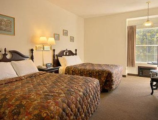 Days Inn Sutter Creek: Standard Two Double Bed Room