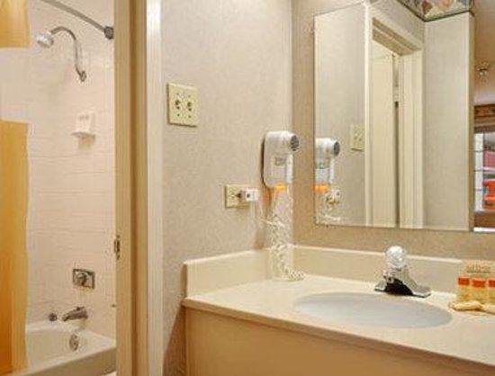 Motel 6 Alsip: Bathroom