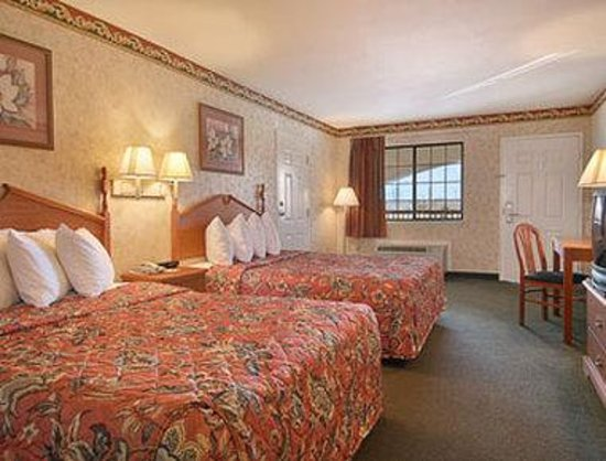 Days Inn Millington: Standard Two Queen Bed Room
