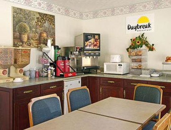 Days Inn Douglasville-Atlanta-Fairburn Road : Breakfast Area